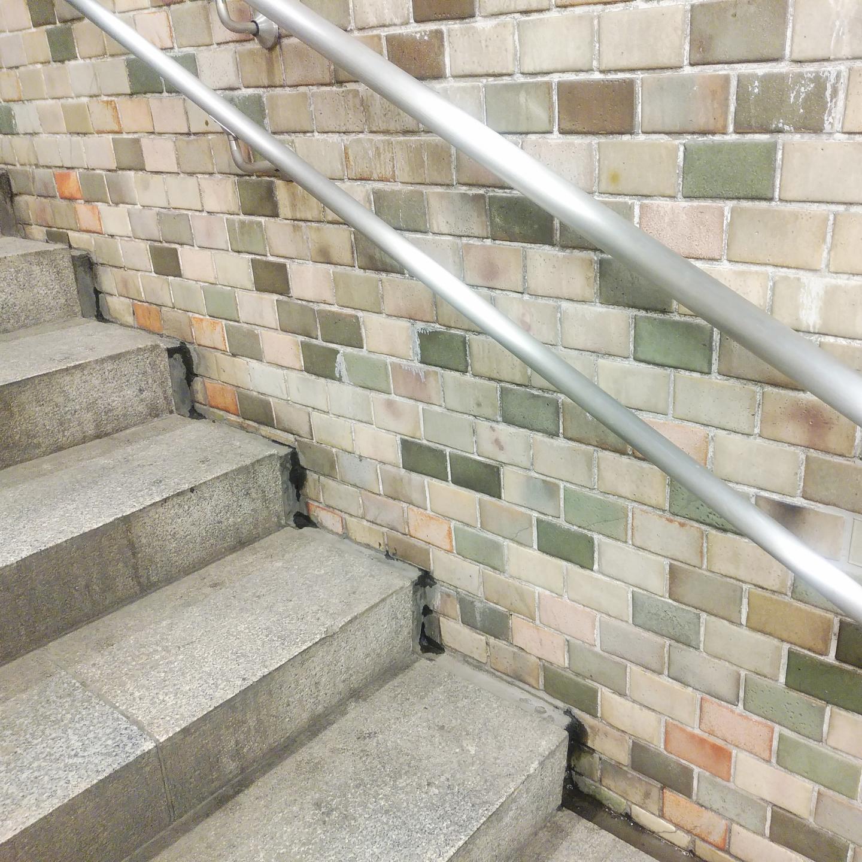 階段と手すりの写真